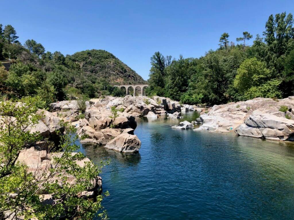 Le Gardon Felsen im Fluss- Camping De L'arche